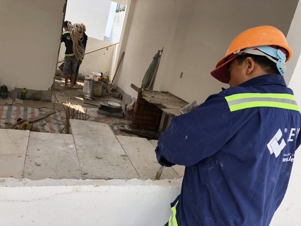 Dịch vụ sửa nhà quận Tân Phú LE VAN GROUP có đội ngũ nhân viên giỏi, trình độ chuyên môn cao.